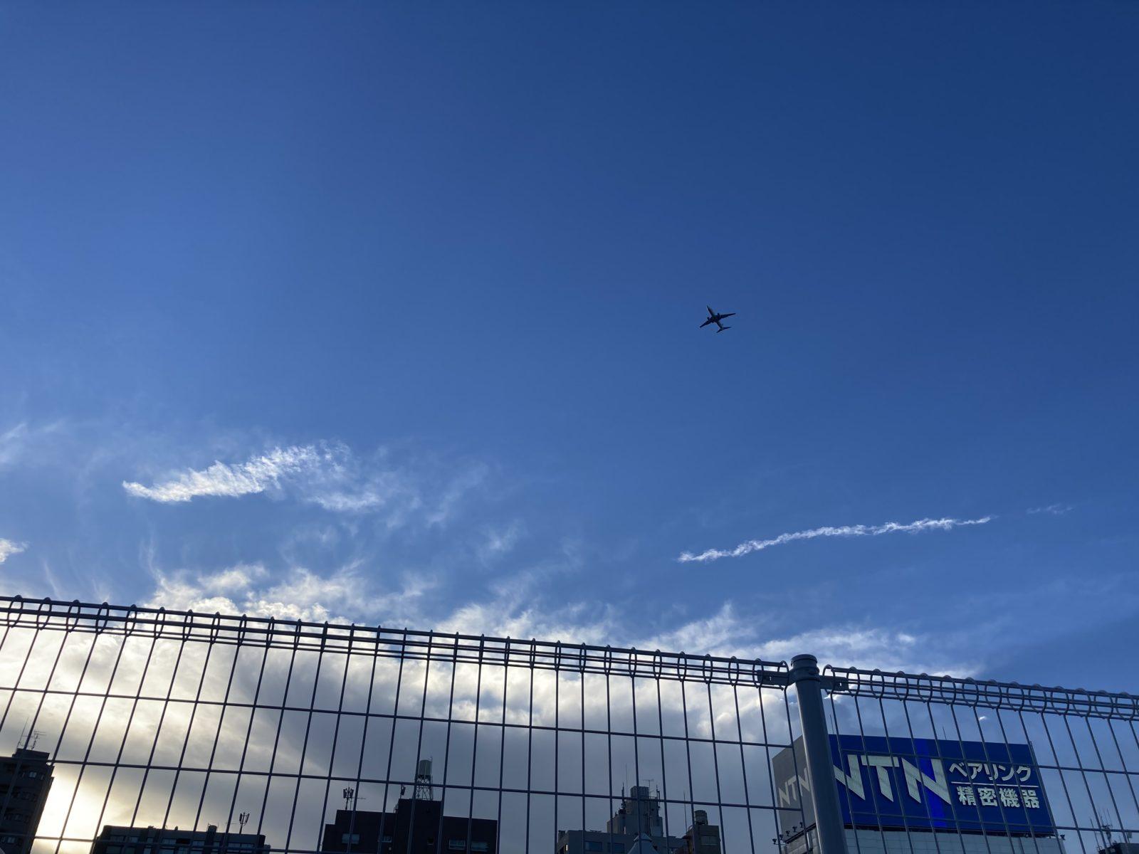 品川の空に飛行機